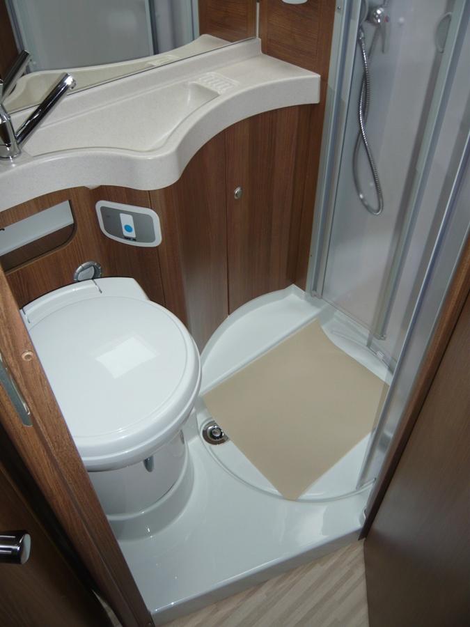 carthago l 143 reisemobile schl ter. Black Bedroom Furniture Sets. Home Design Ideas